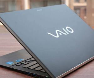 Sony SVF13NA1UL Laptop